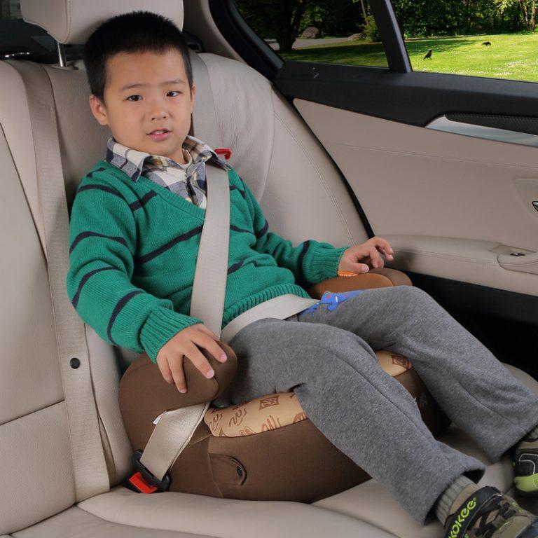Бустер для детей в машину