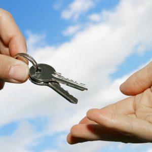 Сдача в аренду жилого помещения юридическим лицом