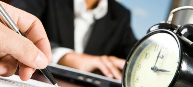 Должен ли работодатель устроить официально после испытательного срока