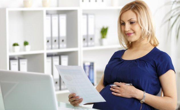 При ликвидации предприятия увольнение беременной женщины