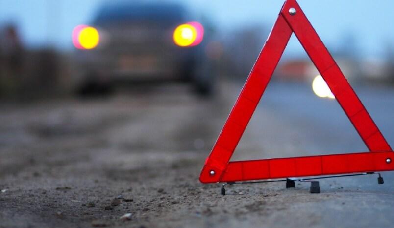Наезд на препятствие или стоящий автомобиль — оформление ДТП и ответственность