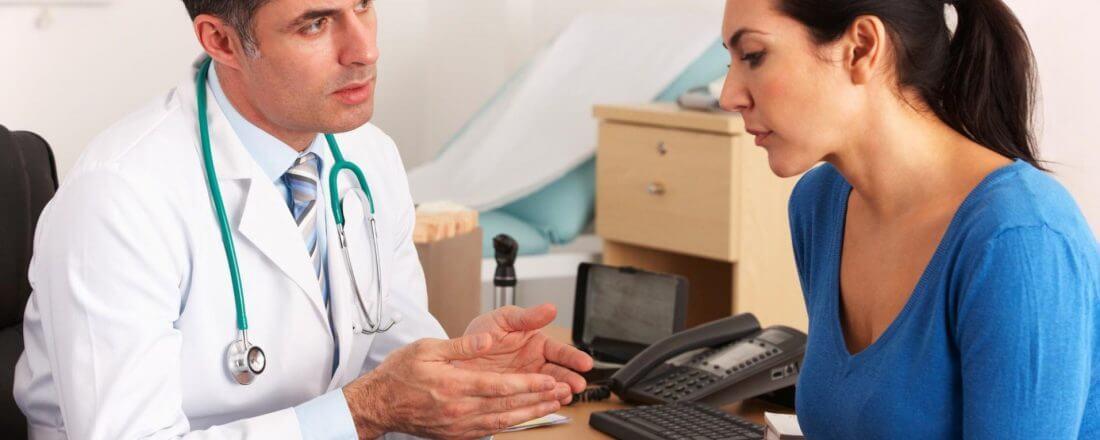 Изображение - Могут ли открыть официальный больничный задним числом http-www-shutterstock-com-pic-98521175-stock-photo-american-doctor-talking-to-woman-in-surgery_8551-x6y4xx1920yy1280-1100x440-1