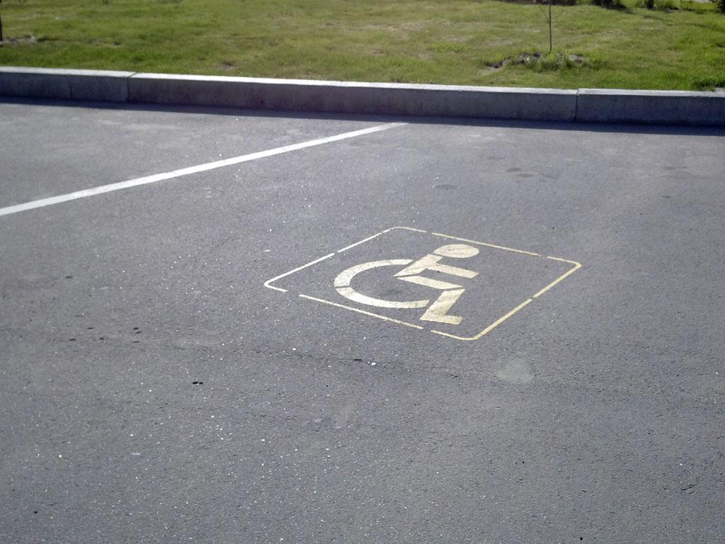 Парковка для инвалидов – кто имеет право парковаться? Штраф за парковку на месте для инвалидов