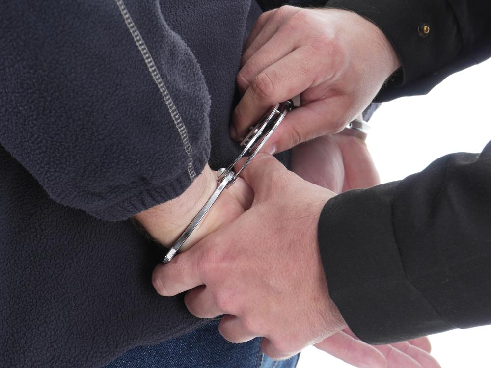 Кто не может подвергаться к административный арест